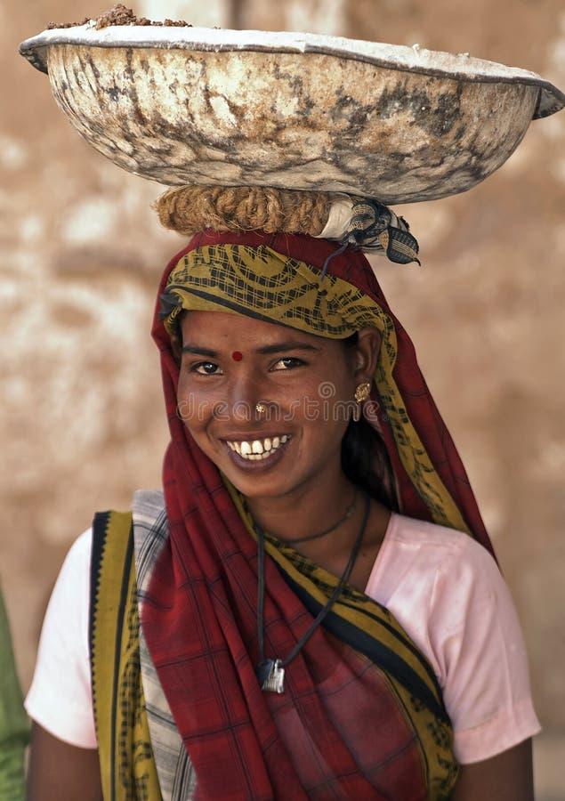 женщина лейбориста Индии стоковые изображения rf