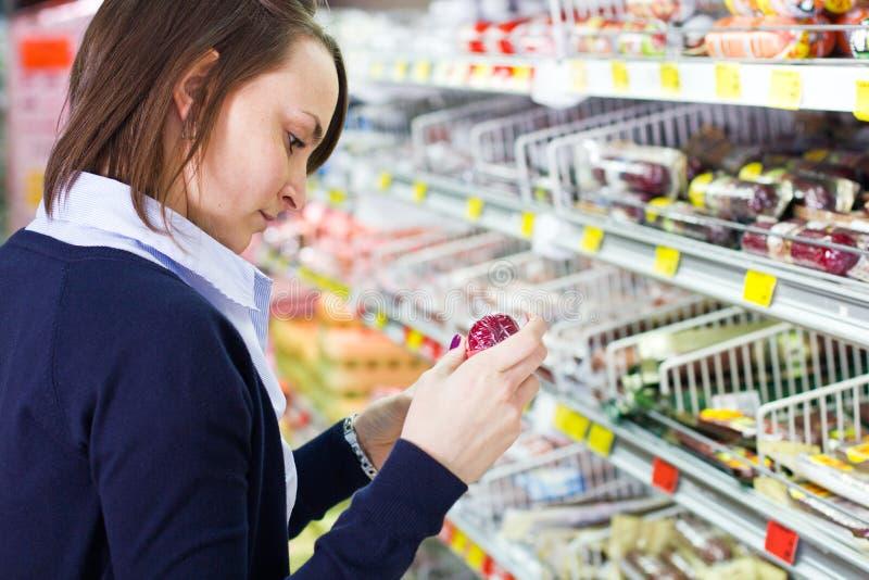 женщина магазина покупкы бакалеи стоковое изображение