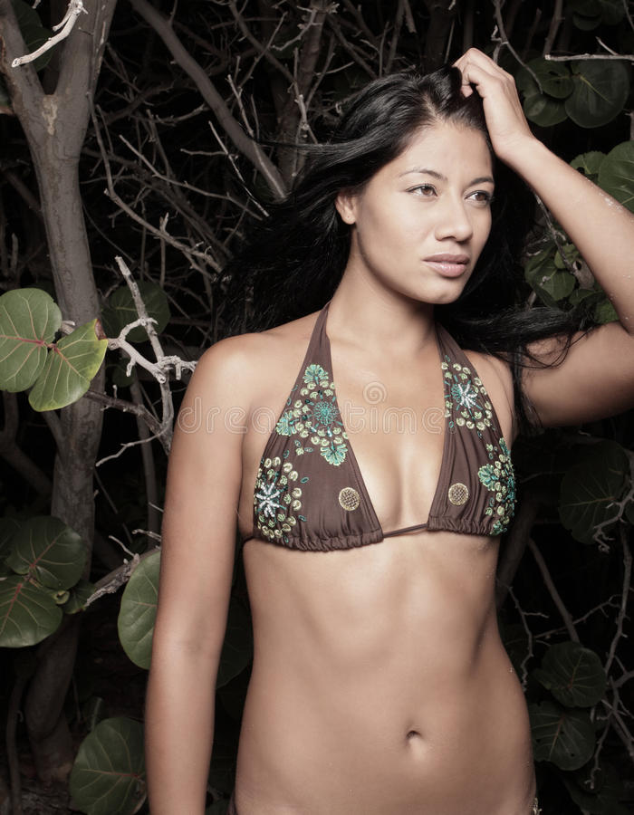 женщина мангров пляжа стоковая фотография