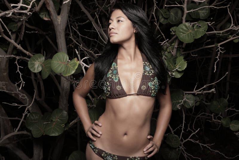 женщина мангров пляжа стоковые фото