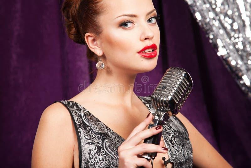 женщина микрофона стоковые изображения