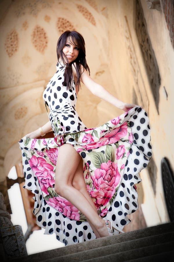 женщина милого платья шикарная сексуальная стоковое изображение