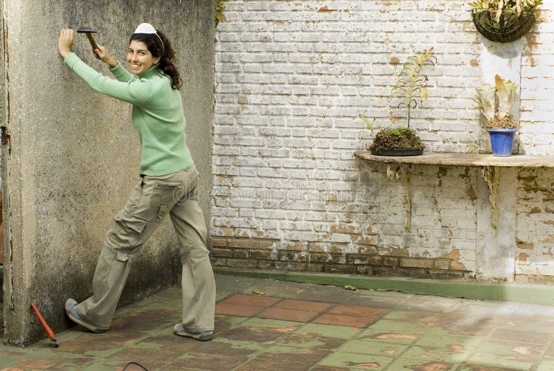 женщина молотка горизонтальная стоковое фото rf