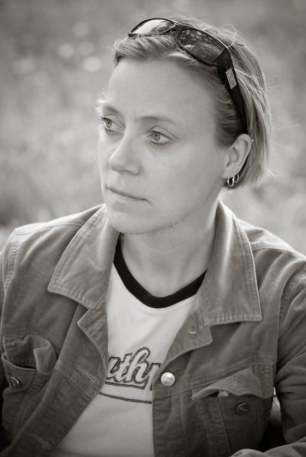 женщина мысли стоковая фотография rf