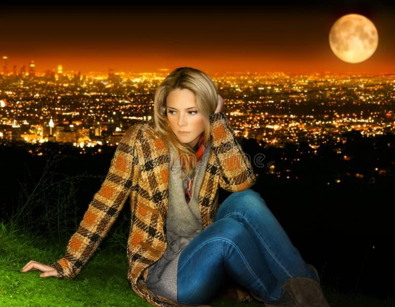 Женщина на городе стоковая фотография