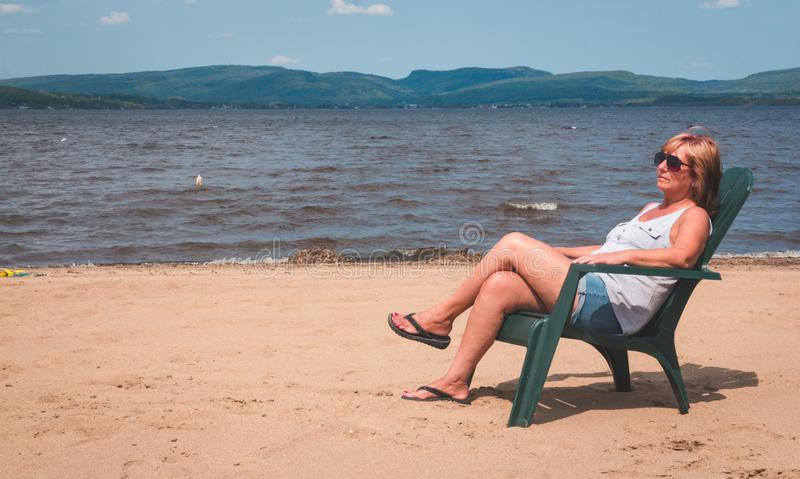 Женщина на каникуле стоковое фото rf