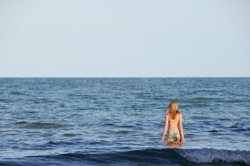 Женщина на каникуле стоковое изображение