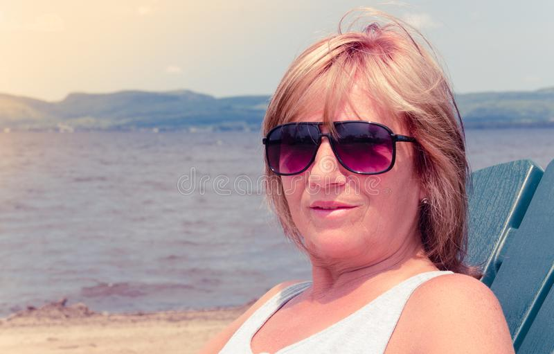 Женщина на портрете каникул стоковые фото