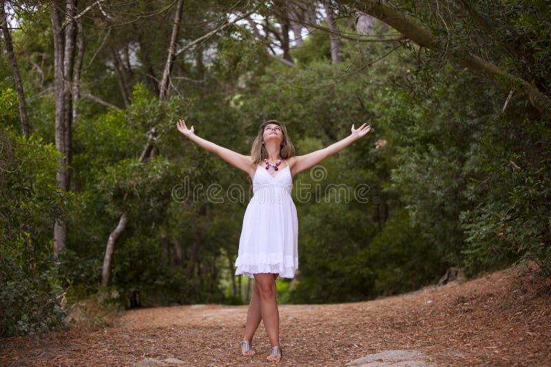 Женщина на пуще стоковое изображение