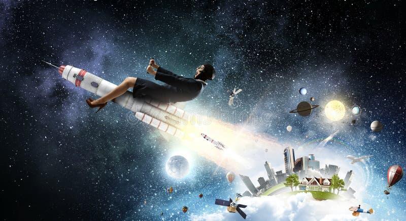 Download Женщина на ракете космоса Мультимедиа Стоковое Фото - изображение насчитывающей шуточно, студент: 81808260
