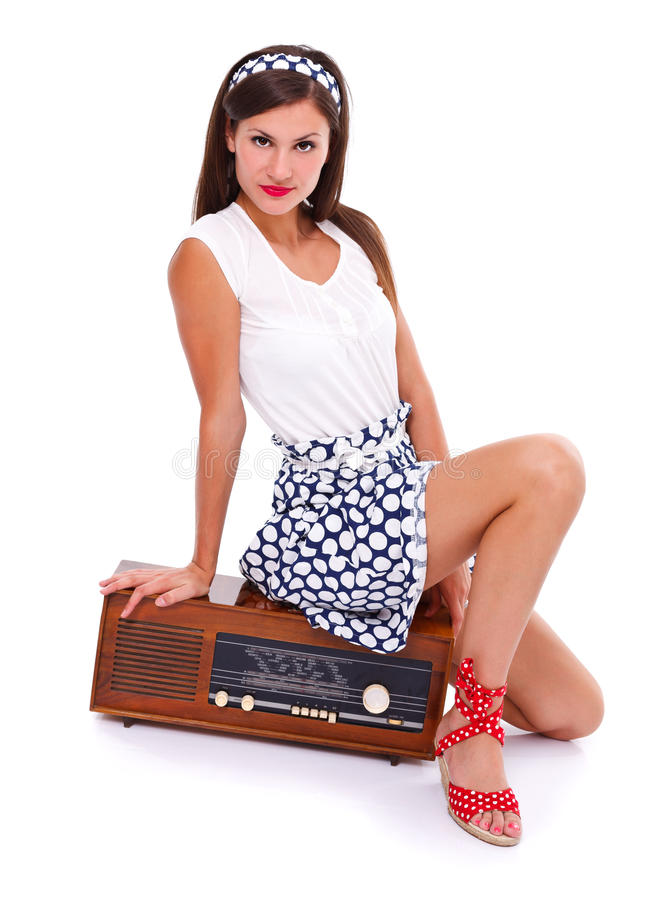 Женщина на ретро радио стоковое изображение rf