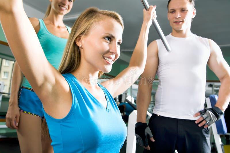 Женщина на спортзале Фитнес стоковое изображение rf