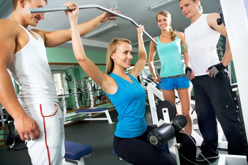 Женщина на спортзале Фитнес стоковое фото rf