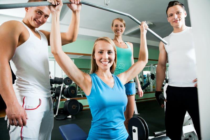Женщина на спортзале Фитнес стоковые изображения rf