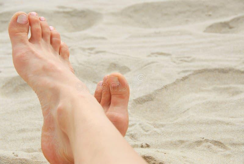 женщина ног пляжа стоковое фото rf