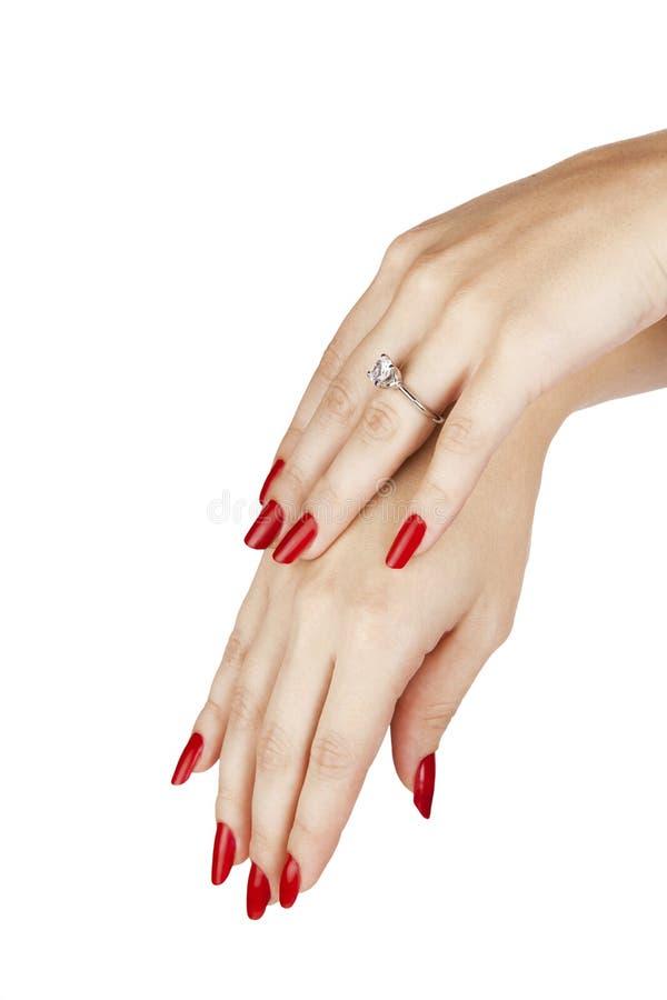 Женщина нося кольцо с бриллиантом стоковая фотография rf