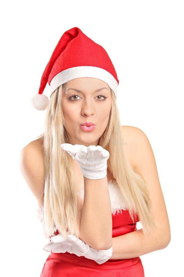 Женщина нося costume santa давая поцелуи стоковое изображение