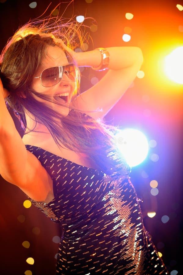 женщина ночного клуба танцы сексуальная стоковое изображение rf