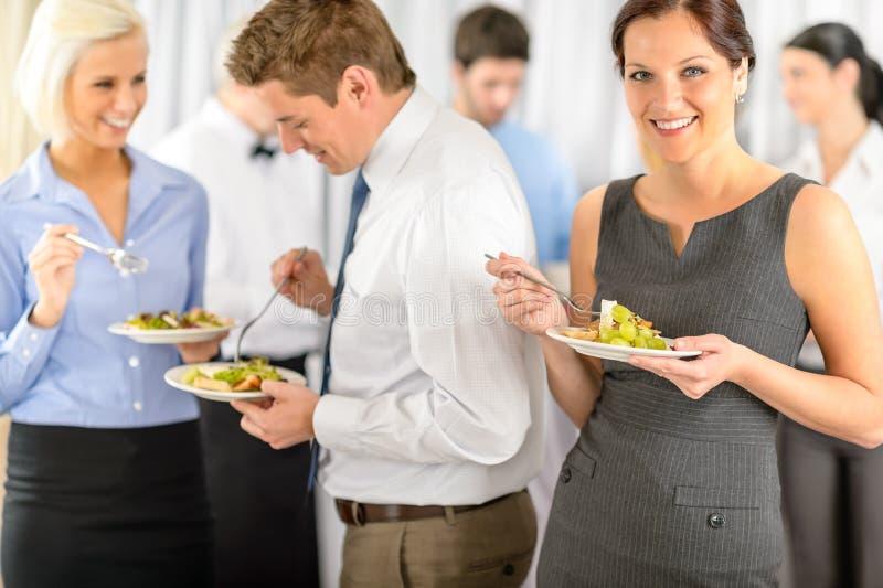 женщина обеда компании дела шведского стола сь