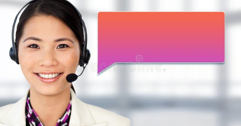 Женщина обслуживания клиента с пузырем болтовни стоковая фотография rf