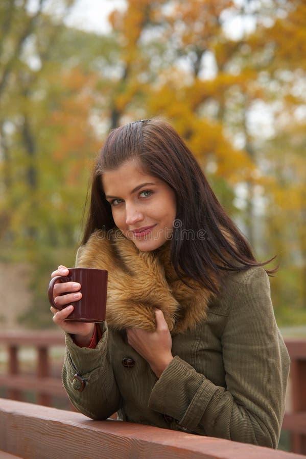 женщина осени стоковое изображение