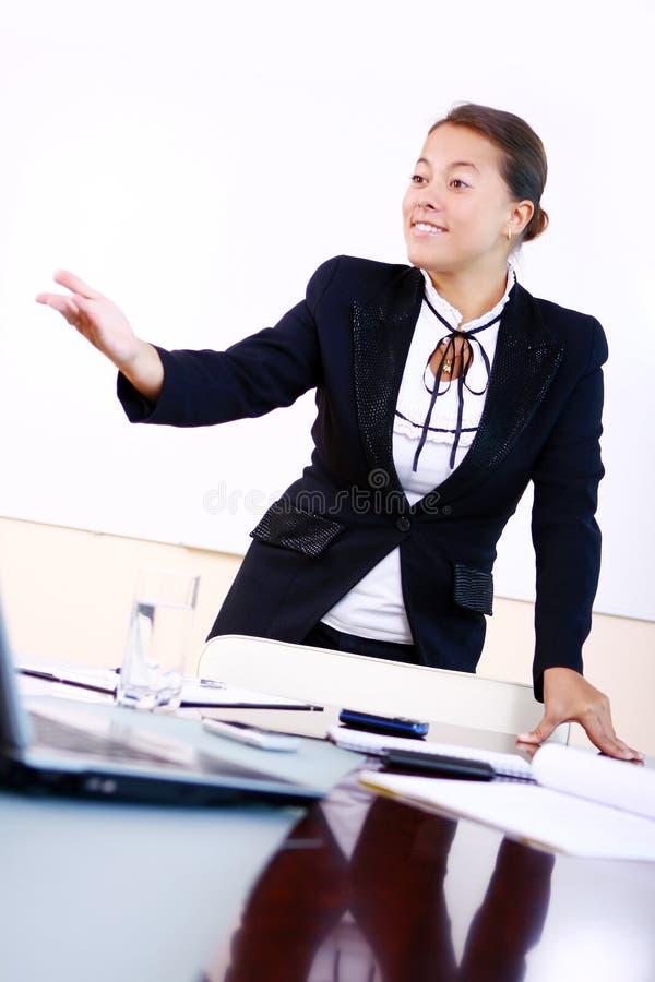 женщина офиса дела счастливая стоковое фото