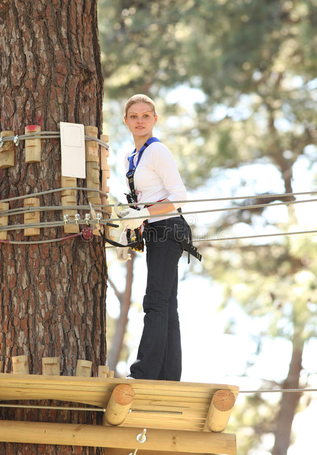 женщина парка приключения стоковое фото rf