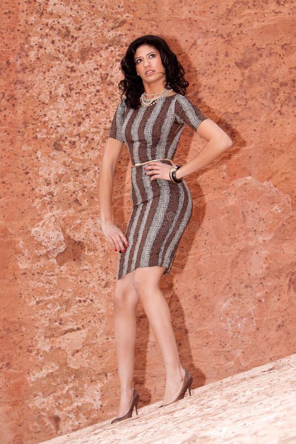 женщина платья довольно сексуальная стоковые фотографии rf