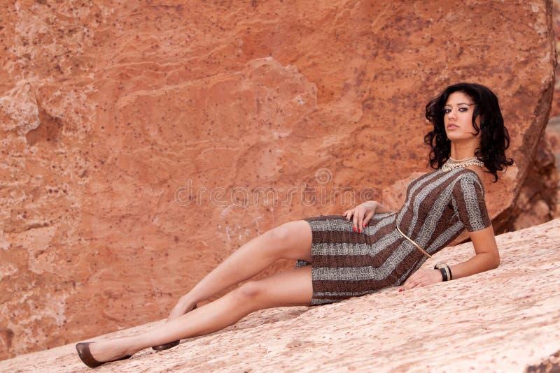женщина платья довольно сексуальная стоковые фото