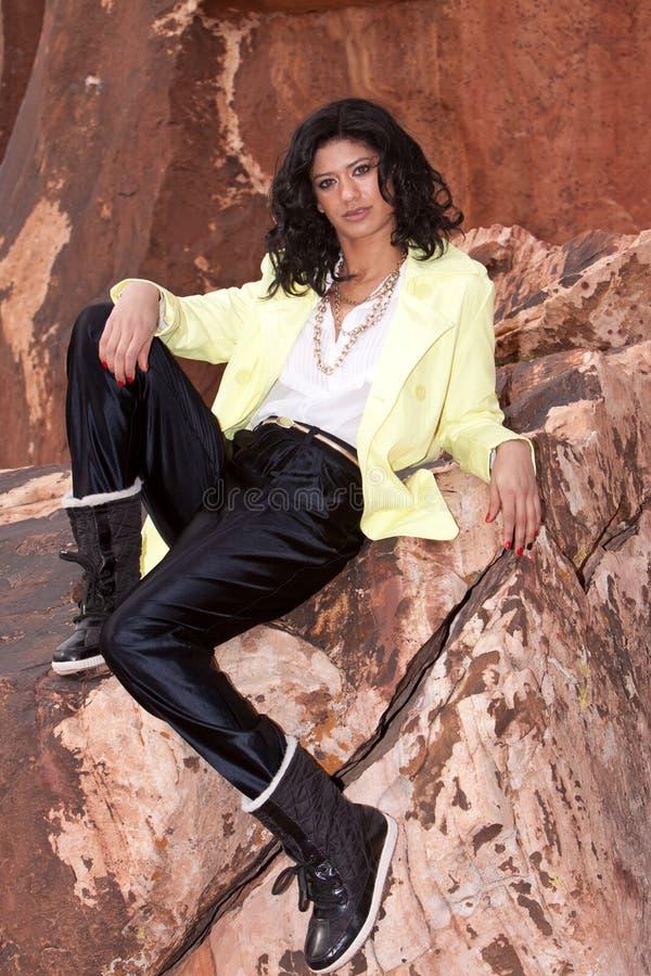 женщина плаща стоковая фотография rf