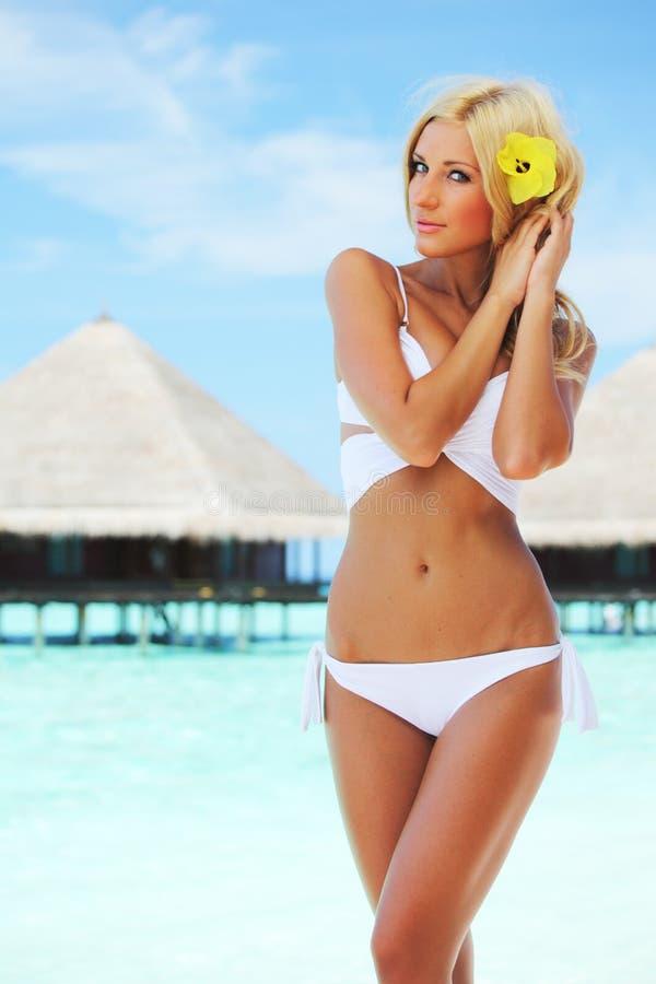 женщина пляжа тропическая стоковая фотография rf