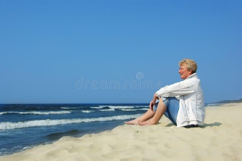 женщина пляжа стоковые изображения rf