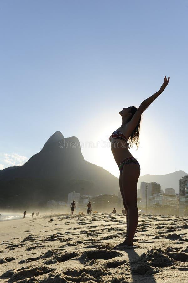 женщина пляжа de janeiro rio стоковое фото