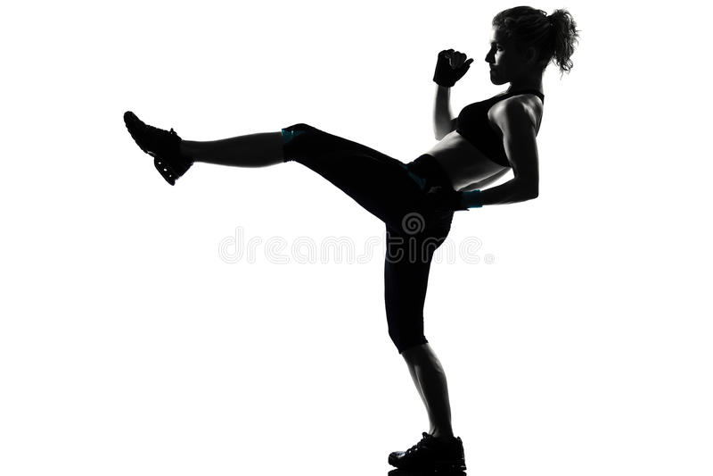 женщина позиции бокса боксера kickboxing стоковое фото rf