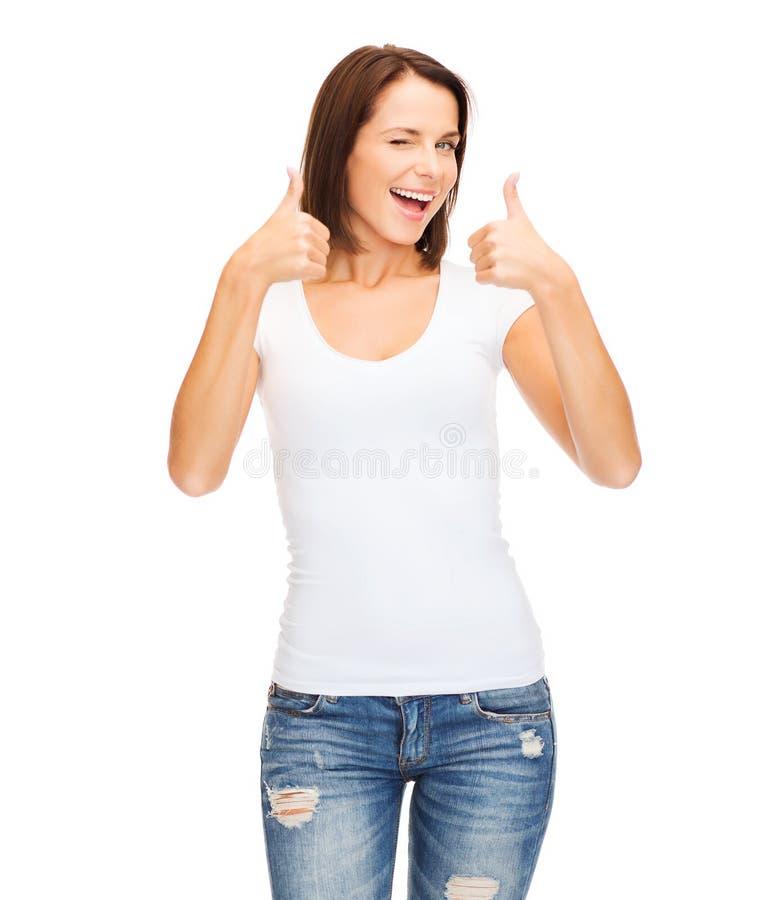 Женщина показывая большие пальцы руки вверх и подмигивать стоковые фотографии rf