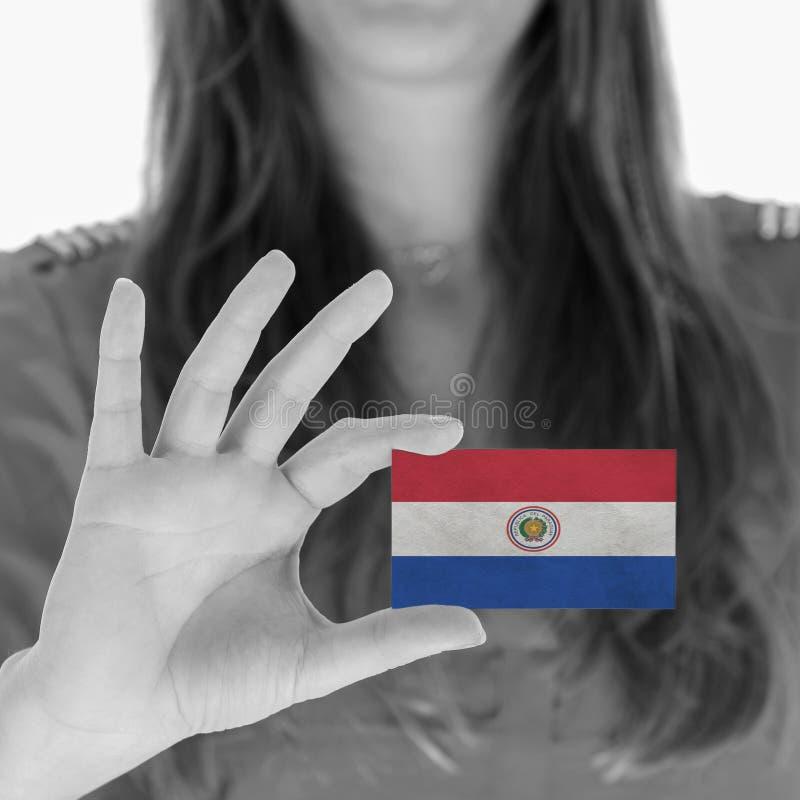 Женщина показывая визитную карточку - Парагвай стоковые фото