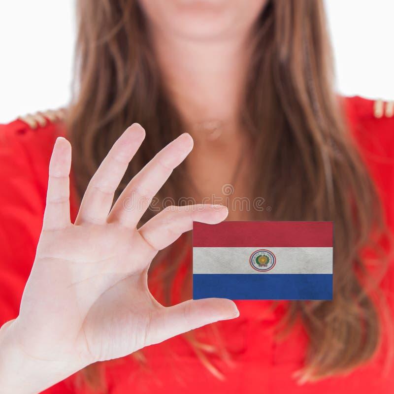 Женщина показывая визитную карточку - Парагвай стоковое фото