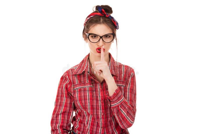 Женщина показывая жест рукой безмолвия hush с рукой стоковые изображения rf