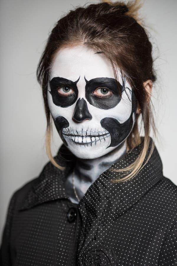 Женщина покрасила как труп стоковые фото
