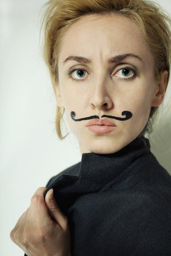 женщина покрашенная усиком стоковое фото