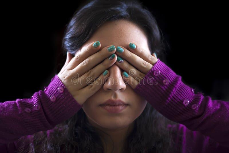 Женщина покрывая ее глаза стоковые изображения