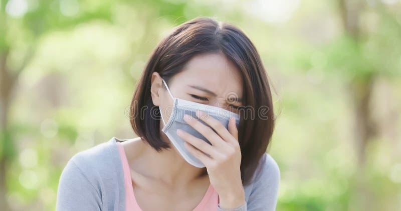 Женщина получает больной стоковое фото
