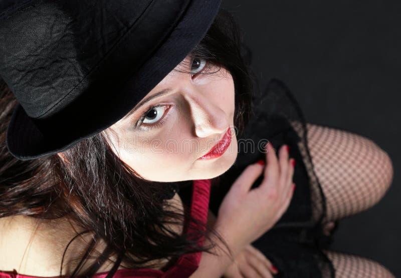 Download Женщина портрета в красном корсете Стоковое Изображение - изображение насчитывающей blowgun, сторона: 33734707