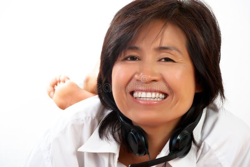 Download женщина портрета шлемофона стоковое фото. изображение насчитывающей привлекательностей - 18380792