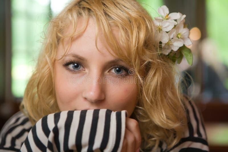 Download женщина портрета стоковое фото. изображение насчитывающей женщина - 18394246