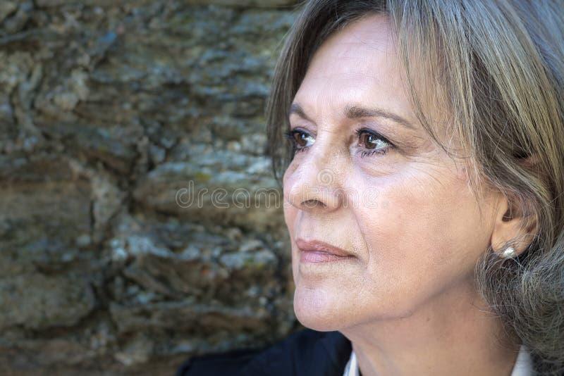 женщина портрета dof старшая отмелая стоковая фотография rf