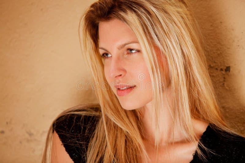 женщина портрета flirt стоковая фотография