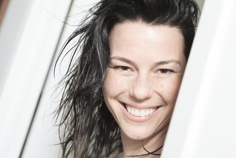 Женщина после принимать ее ливень стоковое фото