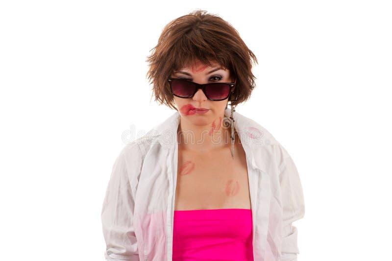 Женщина поцелуя в стеклах и рубашке стоковая фотография rf