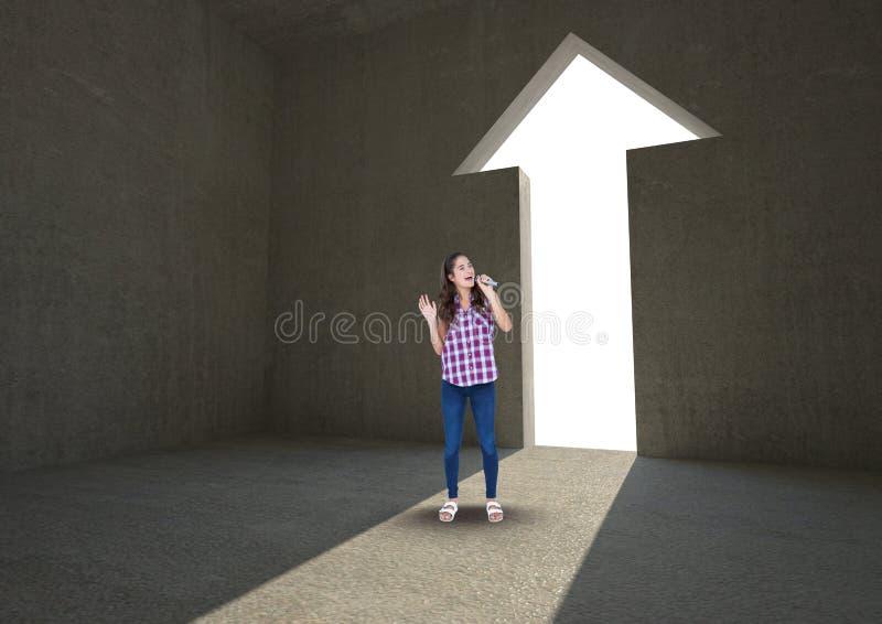 Женщина поя на входе формы стрелки стоковые изображения